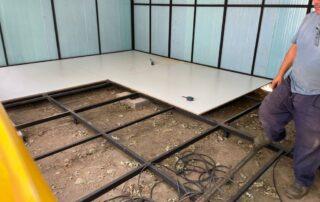 Strucutră metalică cu panouri sandwich şi podea